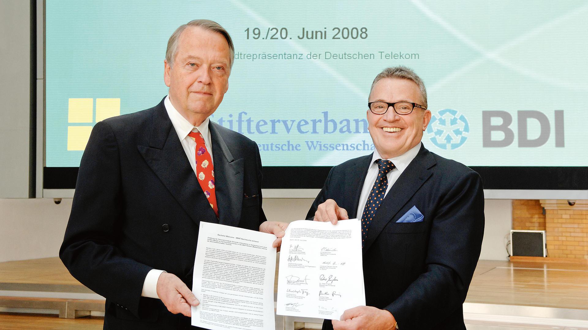 Arend Oetker und Thomas Sattelberger mit der